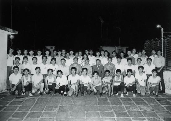 Ho Kam Ming sitting to the left of Yip Man